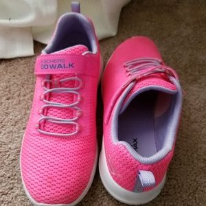 Sketchers go walk big girls sneakers